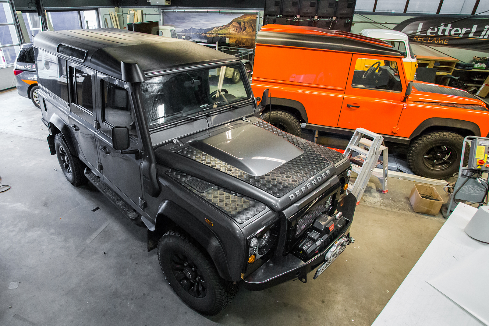 Wrap - Carwrap - carbon - landrover- defender - letterline - epe - reclame - reclamebedrijf- marketing - online - offline
