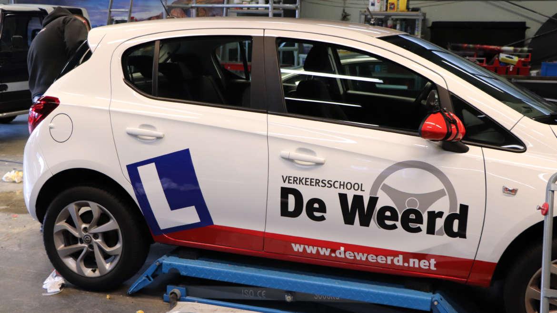 Autobestickering Verkeersschool de Weerd Apeldoorn-Epe